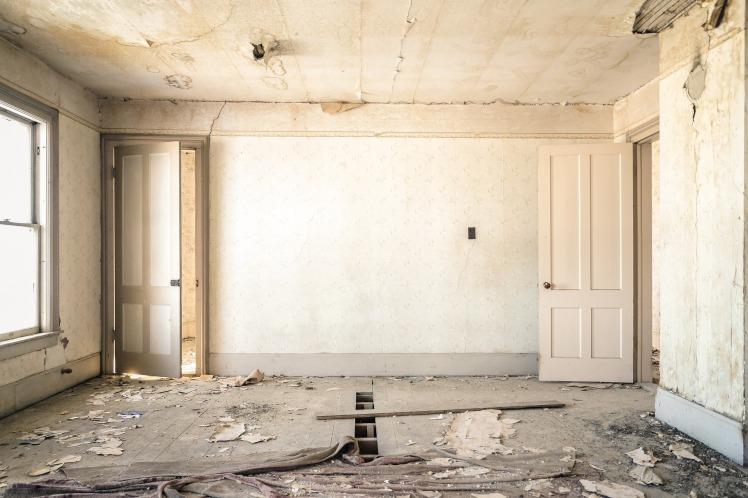 dilapidated-983952_1920